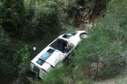 Tarsus'ta minibüs şarampole yuvarlandı: 5 yaralı foto