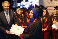 Eğitimlerini tamamlayan annelere sertifika verildi