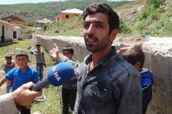 Bingöl'e bağlı Alatepe köyünde yıkılmak üzere olan okul duvarı tehlike saçıyor