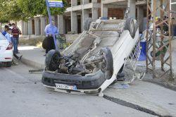 Şanlıurfa kaldırıma çarpan araç takla attı: 1 yaralı-foto