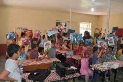 Bismil'de TEMA gönüllüleri tarafından 60 öğrenciye hediye paketi dağıtıldı