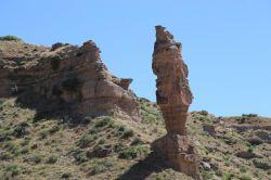 Batman Kozluk'ta minareyi andıran kaya  görenleri şaşırtıyor-foto