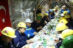 Başbakan Yıldırım madencilerle iftar yaptı