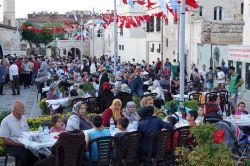 Her gün 3 bin kişi birlikte iftar açıyor