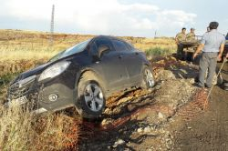 Kamyonun çarptığı otomobil şarampole devrildi: 1 yaralı