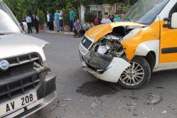 Diyarbakır'da maddi hasarlı kaza