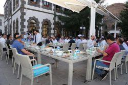 Diyarbakır Valisi Hüseyin Aksoy'dan basın mensuplarına iftar yemeği foto