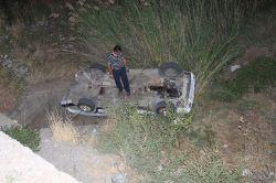Adıyaman Kahta'da otomobil dereye uçtu:1 yaralı foto