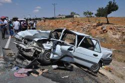 Gaziantep Nizip'te iki otomobil kafa kafaya çarpıştı: 9 yaralı foto