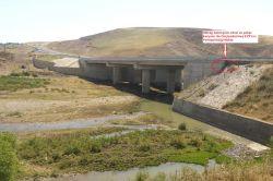 Diyarbakır-Silvan karayolunda köprü altına tuzaklanmış patlayıcı ele geçirildi foto