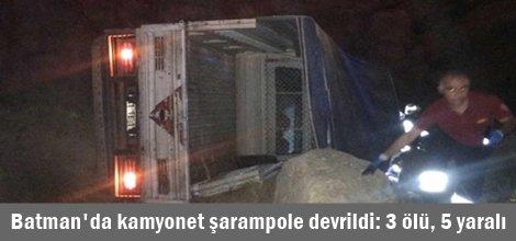 Lastiği patlayan kamyonet şarampole devrildi: 3 ölü, 5 yaralı