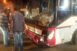 Halk otobüsü motosiklete çarptı:1 yaralı