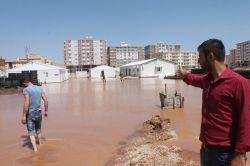 İşyerleri su altında kalan esnaftan belediyeye tepki