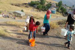 Bingöl Adaklı'da yıllardır devam eden su sorunu mahalleliyi isyan ettirdi foto