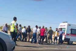 Şanlıurfa Birecik'te otomobil kamyonla kafa kafaya çarpıştı: 2 ölü 4 yaralı foto