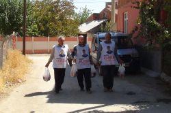 Yeni İhya-Der ihtiyaç sahiplerine kurban eti dağıttı