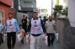 Adana'da Yasinler kurban eti dağıttı