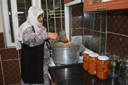 Ev hanımlarından kış hazırlıkları