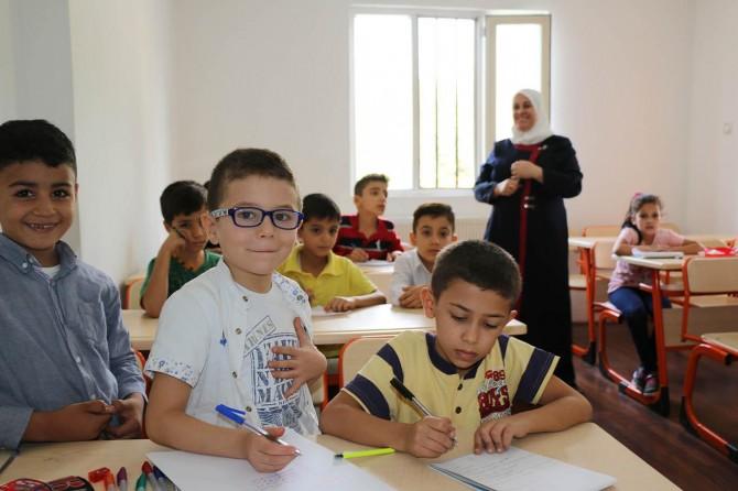 Suriyeli çocuklar Geçici Eğitim Merkezlerinde rehabilite oluyor