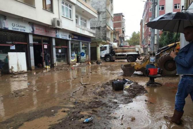 Trabzon'da selin yaraları sarılmaya çalışılıyor