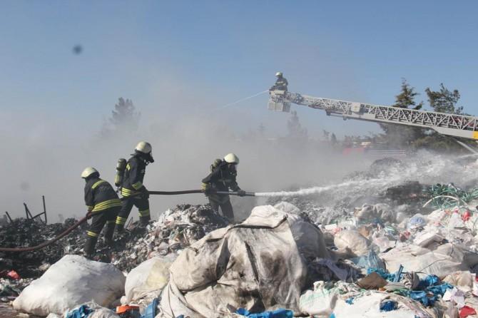 Diyarbakır'da geri dönüşüm tesisinde yangın