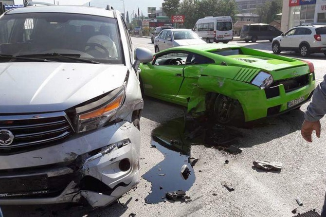 Bursa Nilüfer'de aşırı hız milyon dolarlık aracı hurdaya çevirdi
