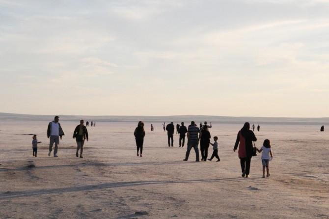 Ayak sağlığı için Tuz Gölü'nü ziyaret ediyorlar