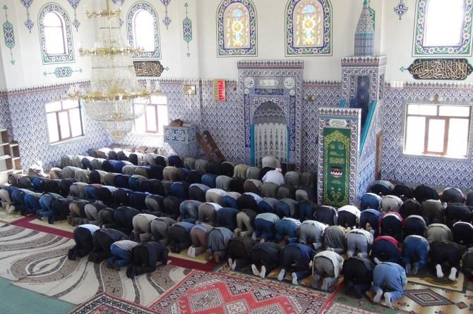 Çınar'ın en büyük camisi ibadete açıldı