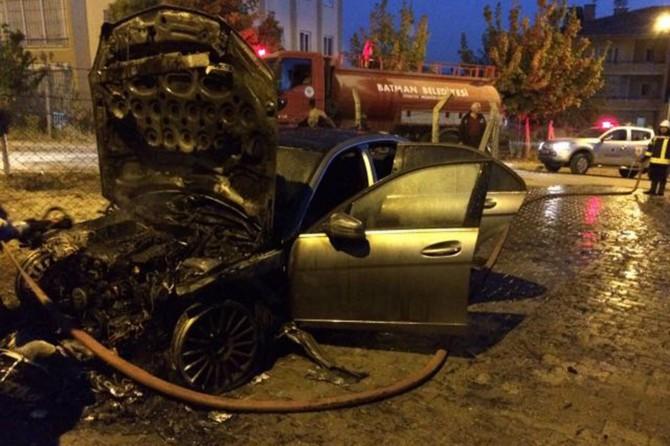 Batman'da park halindeki araç yandı
