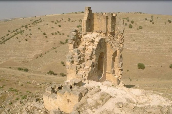 Zerzewan Kalesi'nde İslamiyetten öncesine ait yeraltı sığınağı bulundu