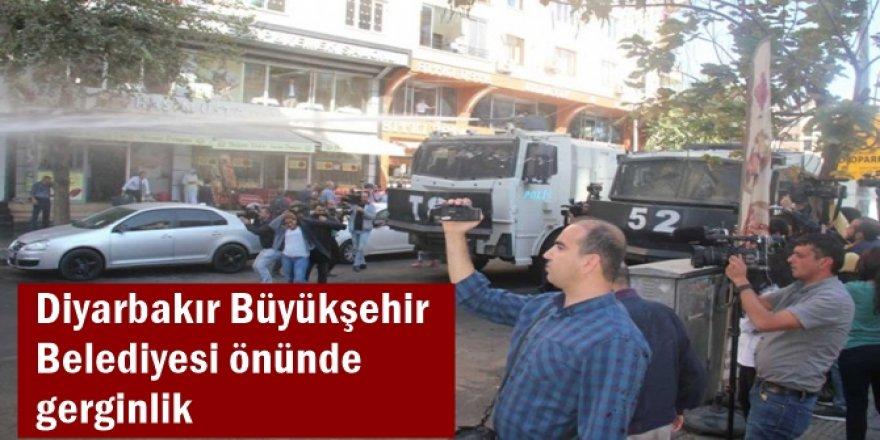Diyarbakır Büyükşehir Belediyesi önünde gerginlik