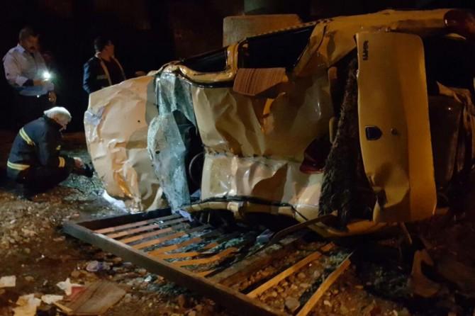 Ağrı'nın Yüzüncüyıl mahallesinde prüden düşen otomobilde 1 kişi yaralandı