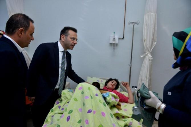 Diyarbakır Valisi yaralıları hastanede ziyaret etti
