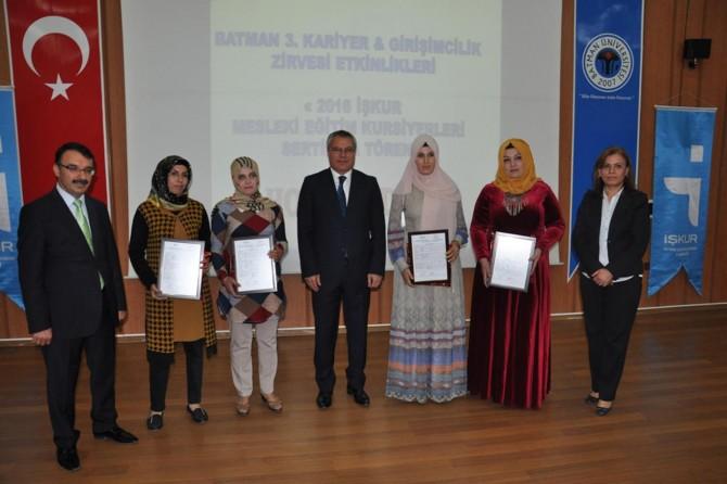 Batman'da mesleki eğitimini tamamlayan 531 kadına sertifika verildi