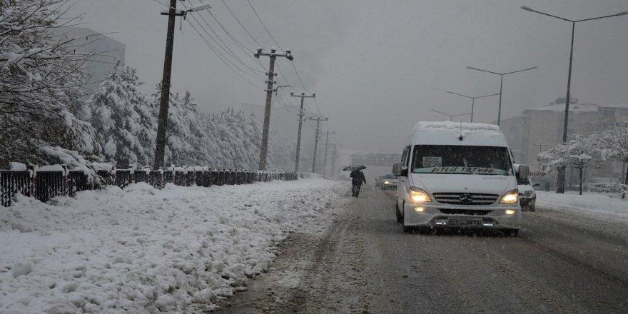 Bitlis'te 67 köy yolu ulaşıma kapandı