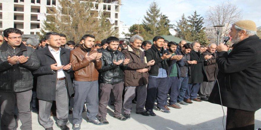 Halep'te katledilenler için gıyabi cenaze namazı kılındı
