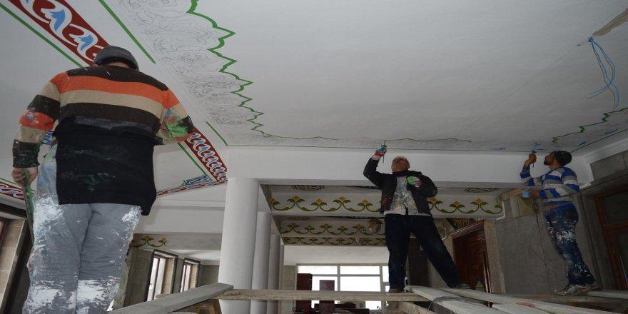 35 yıldır ailece hat sanatını camilere işliyorlar