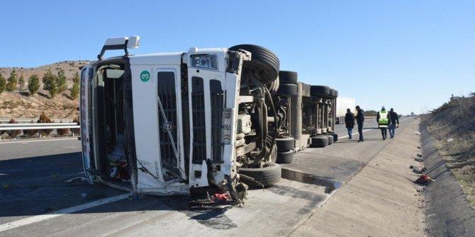 Gaziantep'te TIR devrildi: 1 ölü 3 yaralı