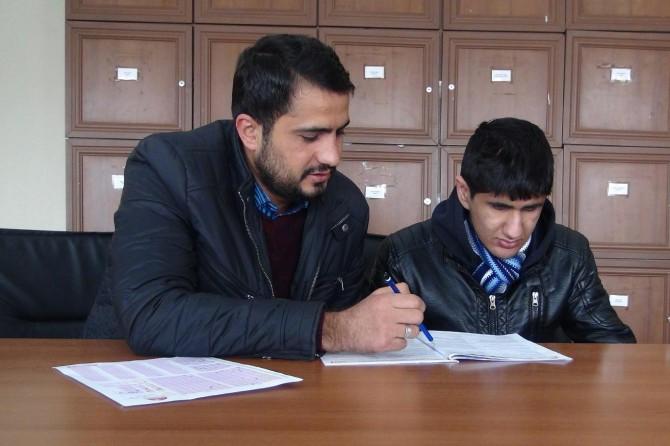 Görme engelli genç Siyer Sınavı'nda ter döktü