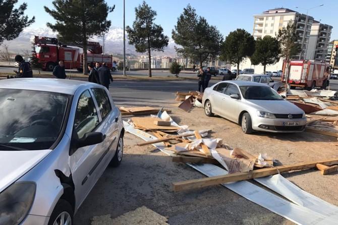 Kahramanmaraş'ta fırtına: 1'i ağır 5 yaralı