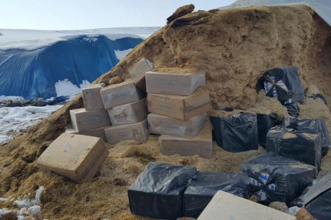 Hazro'nun Yazgı köyünde saman yığınında 11 bin paket kaçak sigara ele geçirildi