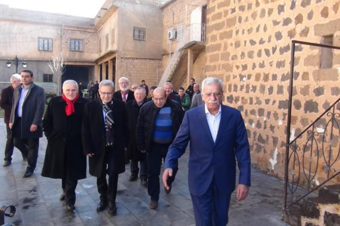 Aralarında CHP ve HDP'lilerin olduğu heyet Türk'ü ziyaret etti