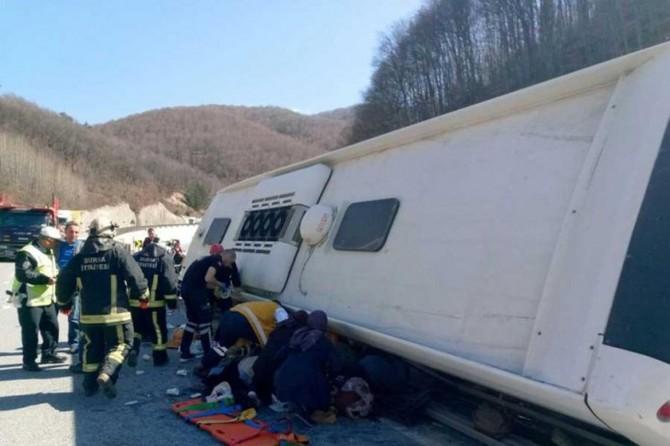 Kadınları taşıyan otobüs devrildi: 6 ölü 35 yaralı