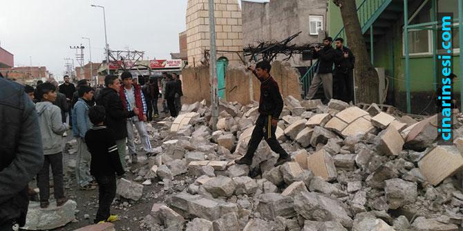 Fırtına, Çınar'da minareyi yıktı çatıları uçurdu VİDEO-FOTO