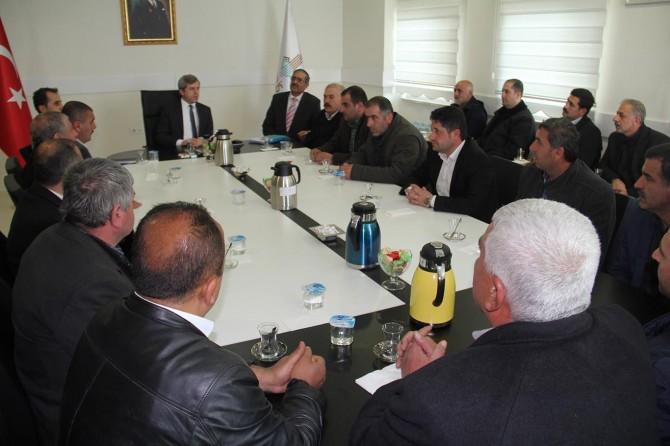 """Bitlis Valisi Çınar """"Dere üstü esnafı"""" ile bir araya geldi"""