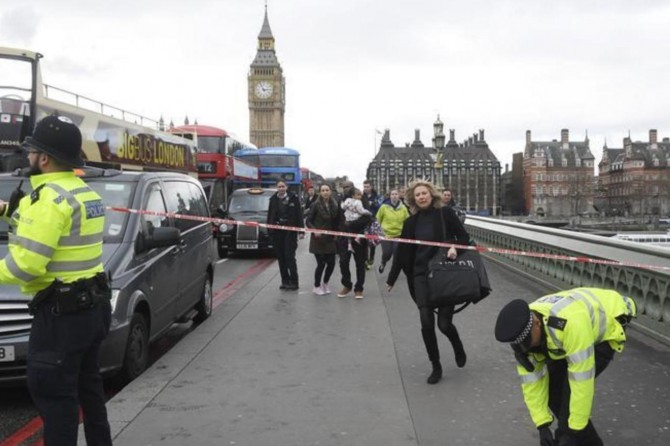 Armed attack in London: one dead 10 injured