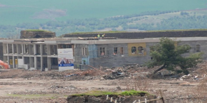 Çatışmalardan sonra Sur'da ilk bina yükseldi