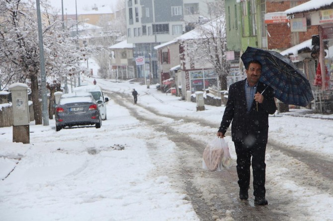 Bingöl Karlıova'da yoğun kar yağışı