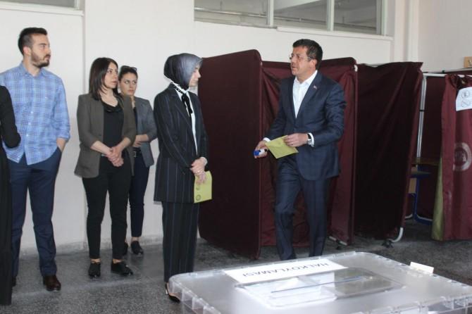 Ekonomi Bakanı Zeybekci oyunu kullandı