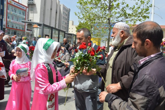 Gaziantepliler Kutlu Doğum etkinliğine güllerle davet edildi
